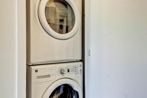 A bathroom at Lux 1BR Suite in King West with Free Parking