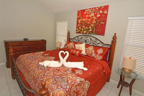 Uma cama ou camas num quarto em Jagu Deaux (G) Five-bedroom Villa