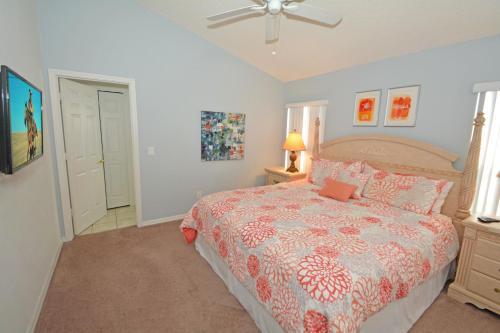 Uma cama ou camas num quarto em Jagu's Place (G) Five-bedroom Villa