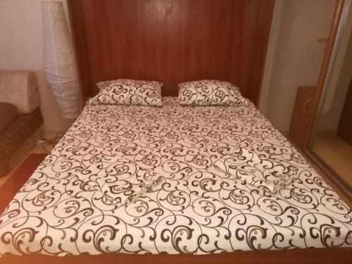 Кровать или кровати в номере Apartments Centr near Inturist