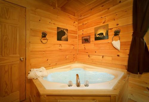A bathroom at The Treehouse #1708 - One Bedroom Cabin