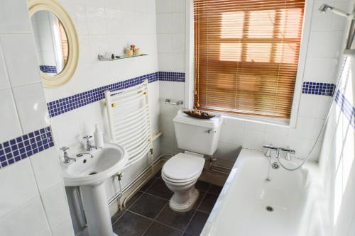 A bathroom at Kings Mile Cottage