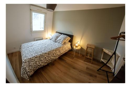 A bed or beds in a room at Cosy appart 80m2 hyper centre/vieux Lille