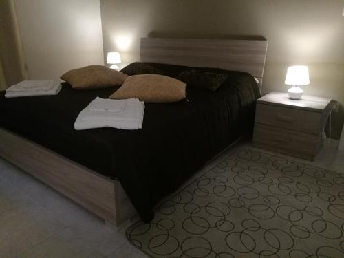 A bed or beds in a room at La Maison
