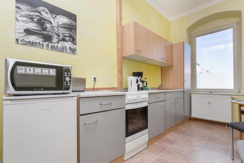 A kitchen or kitchenette at Apartment Fichtenstrasse