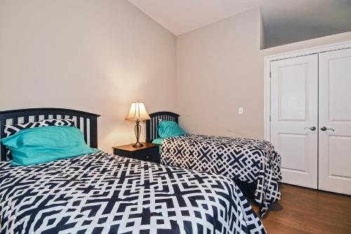 A bed or beds in a room at Chase at Appraisers