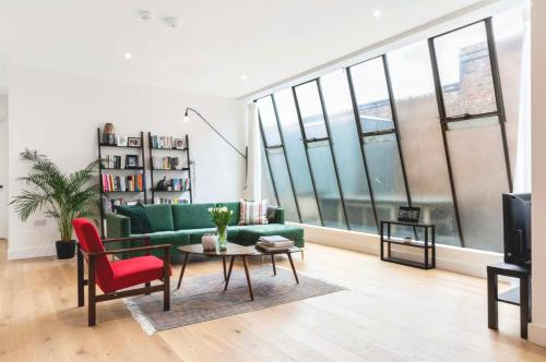 3 Bedroom Warehouse-Style Apartment In Balham
