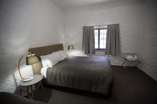 A bed or beds in a room at Paxton Square Cottages