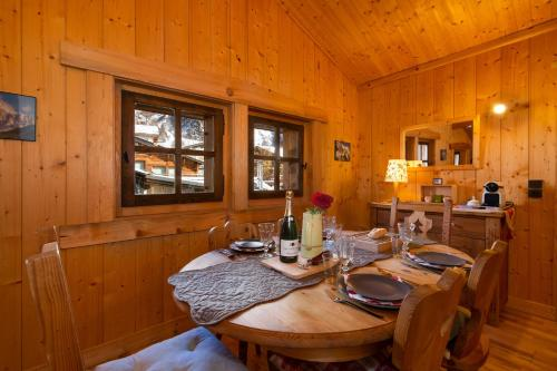 A restaurant or other place to eat at Le Chalet au Tour