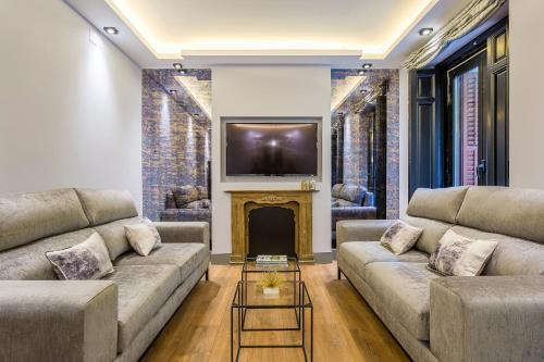 A seating area at JORGE JUAN LUXURY, by Presidence Rentals
