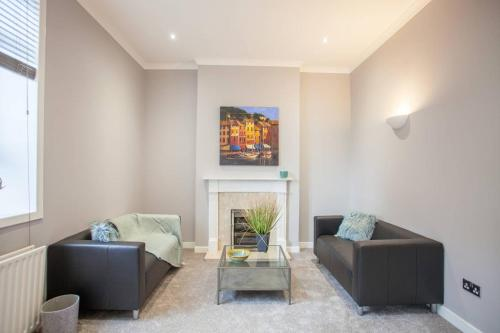 A seating area at Fresh and cosy flat minutes from West End