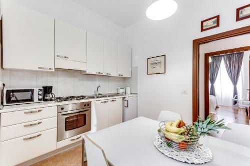 Küche/Küchenzeile in der Unterkunft Charming 6 guests flat 10 minutes from Vatican
