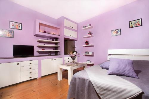 A television and/or entertainment center at Stylish Apartment Plovdiv II