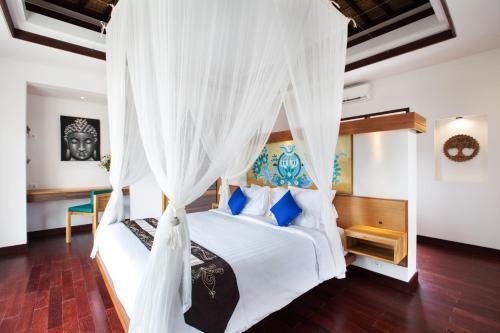 Postel nebo postele na pokoji v ubytování Sunset Paradise Villa Jimbaran 8008