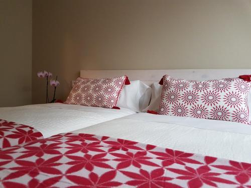 Cama o camas de una habitación en Apartamentos La Senda de Llanes