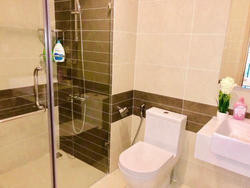 Ванная комната в Cozy home near Ben Thanh market