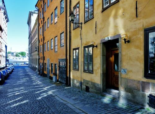 Dating Στοκχόλμη δωρεάν John γκρι πέντε στάδια που χρονολογούνται