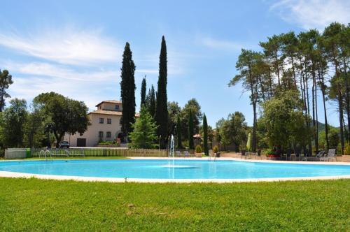 Hoteles con piscina en osona espa a for Piscina torello