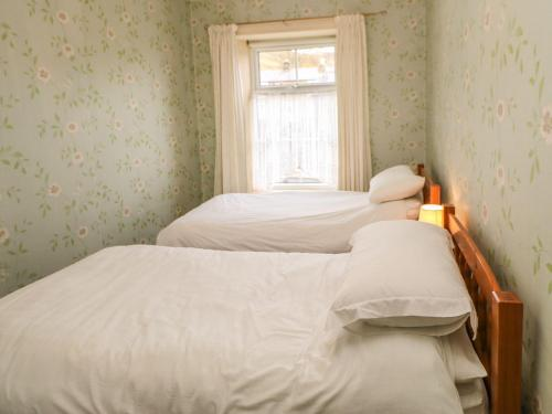 A bed or beds in a room at Garland House, Bishop Auckland