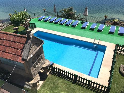 Vista de la piscina de Apartamentos Miramar Playa o alrededores