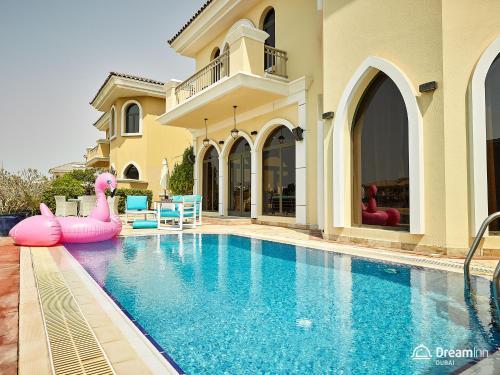 The swimming pool at or near Dream Inn - Getaway Villa