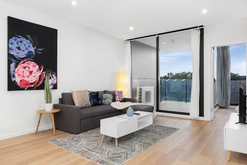 A seating area at New 2 bed room by park and water,Close to city