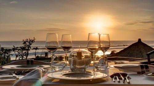 Ein Restaurant oder anderes Speiselokal in der Unterkunft Beach House Sea-Esta