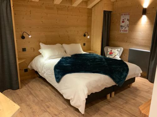 A bed or beds in a room at Hotel Le Very