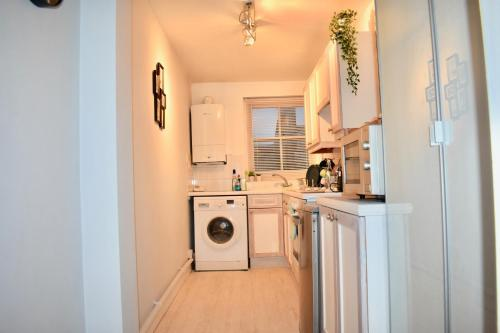 Küche/Küchenzeile in der Unterkunft 1 Bedroom Central Flat
