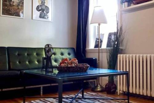 A seating area at G4 · Byward Market 2BD Cozy & Stylish Apartment (G4)