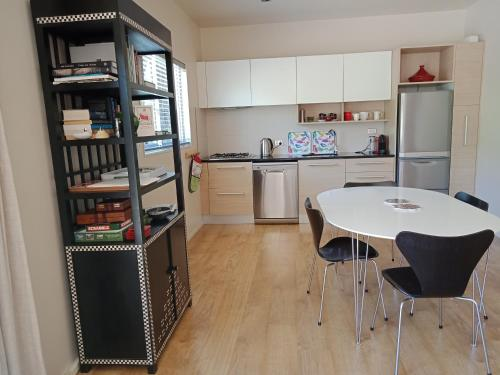A kitchen or kitchenette at Booklovers Cottage