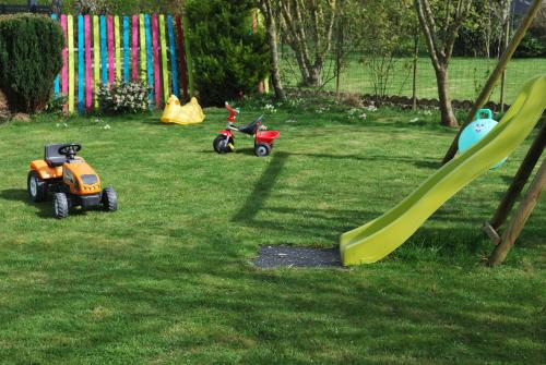 Aire de jeux pour enfants de l'établissement Gite la Cluse