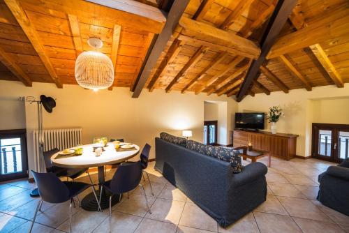 A seating area at Appartamenti La Grotta