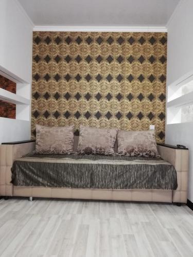 Кровать или кровати в номере Apartment on Seyfulina 1