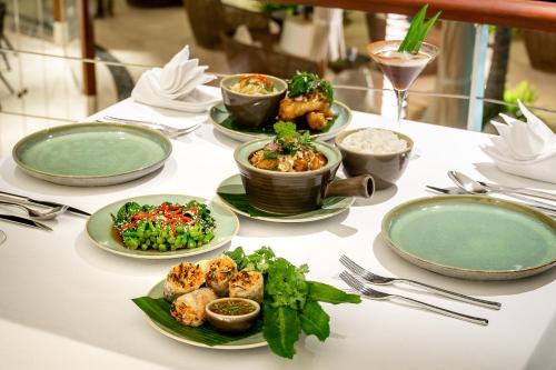 Обед и/или ужин для гостей The Edge Bali