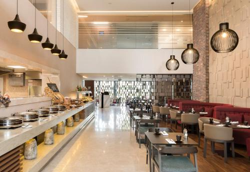 A restaurant or other place to eat at Radisson Blu Residence, Istanbul Batisehir