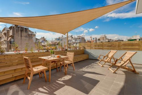 A restaurant or other place to eat at Maryflower Premium Apartments Piraeus