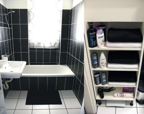 A bathroom at Szőcs Apartment I. (80sqm, fully equipped+balcony)
