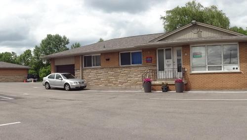 Lake trail motel