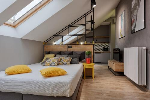 A bed or beds in a room at Centre Apartments-Old Town