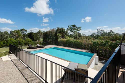 A view of the pool at Kerikeri Magnolia Cottage or nearby