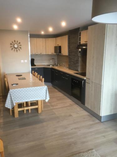 A kitchen or kitchenette at 2 ALPES LOC