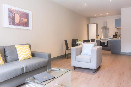 A seating area at Dream Apartments Water Street