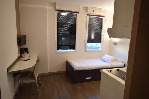 Télévision ou salle de divertissement dans l'établissement Montempô apparthotel Lyon