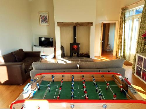 A pool table at The Annexe - Itchen Stoke Manor