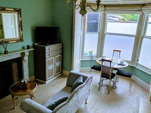 Beautiful One Bedroom Ground Floor Apartment With Parking