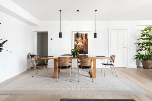 Restaurant ou autre lieu de restauration dans l'établissement Three-bedroom Pure-LUX apartment prime location Copenhagen