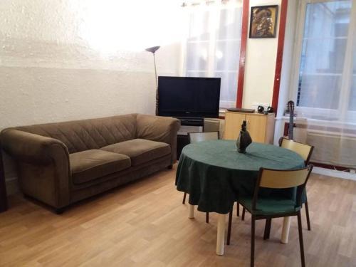 A seating area at logement Quai de Pierre-Scize