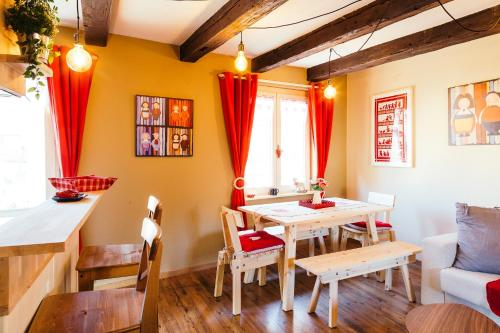 Restaurant ou autre lieu de restauration dans l'établissement Résidence des Tanneurs