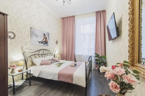 A bed or beds in a room at GMApartments Bryusov lane Red Square